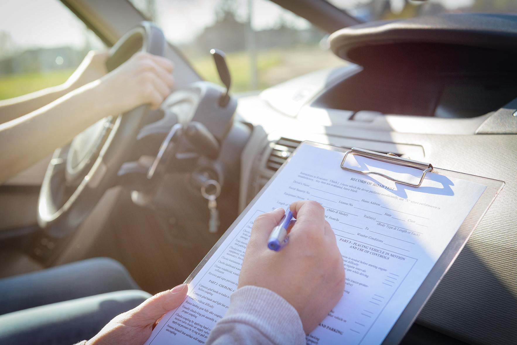 Examenul auto. Sfaturi pentru a fi trecut cu brio si curiozitati greu de crezut
