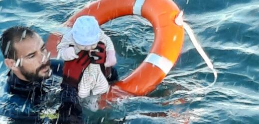 Un bebelus a fost salvat de un politist la Ceuta